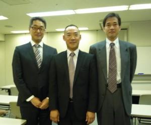 左から 舟生、株式会社アイスリー石井社長、日本政策金融公庫杉山所長